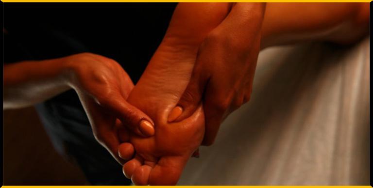 Masaje erótico en los pies: encuentra las zonas erógenas